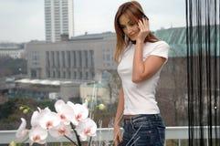 Merci de femme des fleurs photos stock