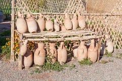 Merci delle terraglie degli articoli dell'argilla nel Marocco Fotografie Stock Libere da Diritti