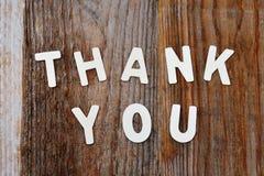Merci des mots sur le fond en bois photo stock
