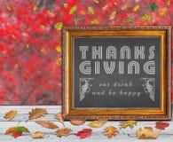 Merci donnant la conception de jour citent avec les feuilles d'automne colorées photographie stock