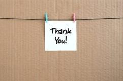 Merci ! La note est écrite sur un autocollant blanc qui accroche avec a images stock