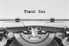 Merci, le texte est dactylographié sur une machine à écrire de vintage photographie stock