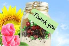Merci marquer avec des lettres l'étiquette ou le label avec le pot de fleur et de maçon Images libres de droits