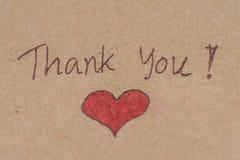 Merci message avec le coeur rouge sur le papier brun concep de ful image stock