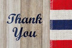 Merci message sur le bois superficiel par les agents image stock