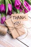 Merci pour carder et le bouquet de tulipe photos libres de droits