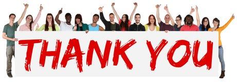 Merci signer le groupe de jeunes ethniques multi tenant la bannière Image stock