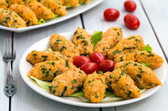 Mercimek Koftesi,土耳其食物用碾碎干小麦和扁豆 库存照片