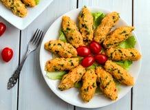 Mercimek Koftesi,土耳其食物用碾碎干小麦和扁豆 免版税库存照片