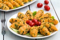 Mercimek Koftesi, alimento turco con bulgur e la lenticchia Fotografie Stock