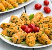 Mercimek Koftesi, alimento turco con bulgur e la lenticchia Immagini Stock
