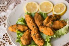 Mercimek Koftesi/comida turca con Bulgur y la lenteja Imagen de archivo libre de regalías