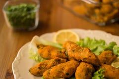 Mercimek Koftesi/comida turca con Bulgur y la lenteja Fotografía de archivo
