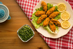 Mercimek Koftesi/türkisches Lebensmittel mit Bulgur und Linse stockfotos