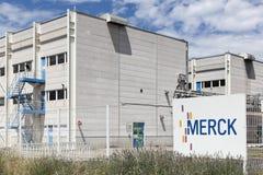 Merck planta em Meyzieu, França Imagens de Stock