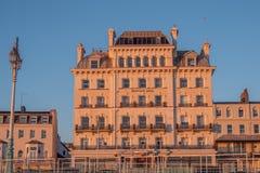 Mercure Hotel an der Seeseite von Brighton England - BRIGHTON, VEREINIGTES KÖNIGREICH - 27. FEBRUAR 2019 lizenzfreies stockfoto