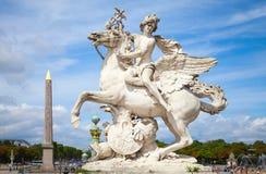Mercury die Pegasus-beeldhouwwerk, Parijs, Frankrijk berijden Stock Fotografie