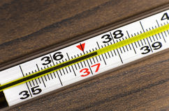 Mercury termometer 37 4 Fotografering för Bildbyråer