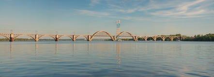 ` Merefa-Kherson` Eisenbahnbrücke Lizenzfreies Stockfoto