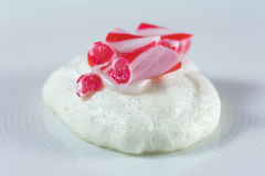 Merengue do Natal com cobertura do bastão de doces Foto de Stock Royalty Free