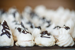 Merengue dulce clásico con el chocolate Foto de archivo libre de regalías