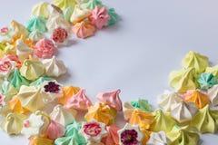Merengues coloreados merengue colorido muchos diverso dulce Imágenes de archivo libres de regalías