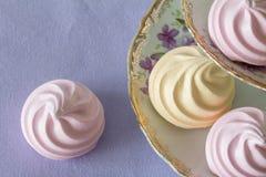 Merengues en colores pastel desde arriba Fotos de archivo