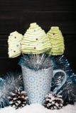 Merengues en la forma del árbol de navidad Foto de archivo libre de regalías