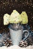 Merengues en la forma del árbol de navidad Imágenes de archivo libres de regalías