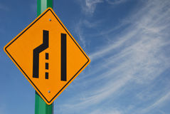 Merge gelassenes Verkehrszeichen Lizenzfreies Stockfoto