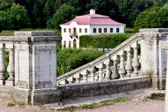 Mergeliger Palast in Peterhof-Garten, St Petersburg, Lizenzfreie Stockfotos