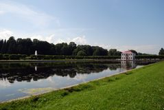 Mergeliger Palast. Petrodvorets Park lizenzfreies stockfoto