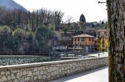 Mergozzo, Piedmont, Itália Em março de 2019 Vista da vila imagens de stock