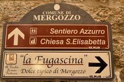 Mergozzo Piedmont, Italien Mars 2019 Lakefronten arkivfoton
