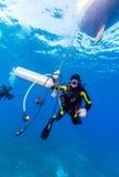 Mergulhador com tanque adicional imagens de stock