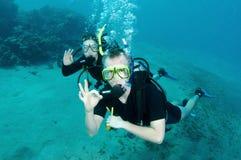 Mergulhador de mergulhador do homem e da mulher fotos de stock