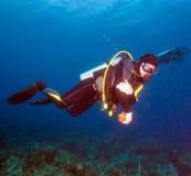 Mergulhador de mergulhador do homem novo Fotografia de Stock