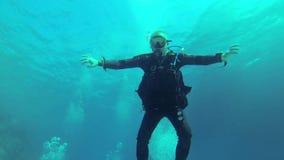 Mergulhador feliz, Mar Vermelho video estoque