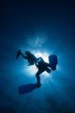 Mergulhadores no sunball foto de stock
