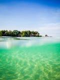 Mergulho abaixo no mar Imagem de Stock