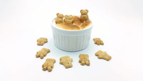 Mergulho de S'More com a cookie da forma do urso Fotografia de Stock Royalty Free