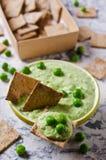 Mergulho do verde de ervilha Fotos de Stock