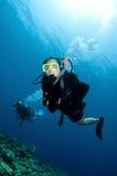 Mergulho feliz do mergulhador dos pares junto Fotografia de Stock Royalty Free