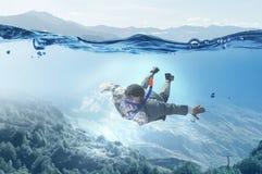 Mergulho no homem de negócios da água Meios mistos Meios mistos fotos de stock royalty free