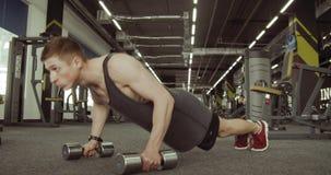 Mergulhos dos desportistas no Gym filme