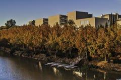 Merida cityscape, flod, träd och byggnad Royaltyfri Fotografi