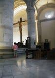 Merida Mexico January 2015: Mujer mayor en la catedral principal en Merida Mexico Fotografía de archivo libre de regalías