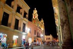 Merida Mexico Main Street på natten Royaltyfri Fotografi