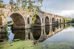 Merida Roman bro i Spanien Royaltyfria Foton