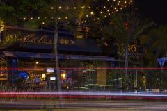 MERIDA-YUCATAN-MAY-2018:Cubaro餐馆夜视图,游人来享用纪念碑到家园 库存照片